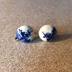 Vintage 1960's Blue Delft screw back earrings.